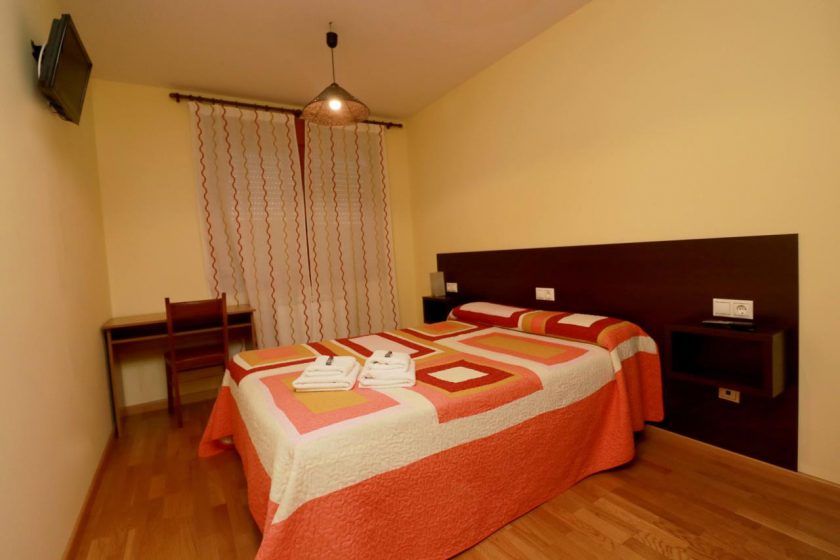 habitación hostal apartamentos casanovas silleda