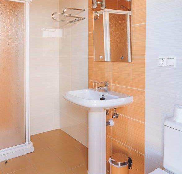 baño hostal apartamentos casanovas silleda